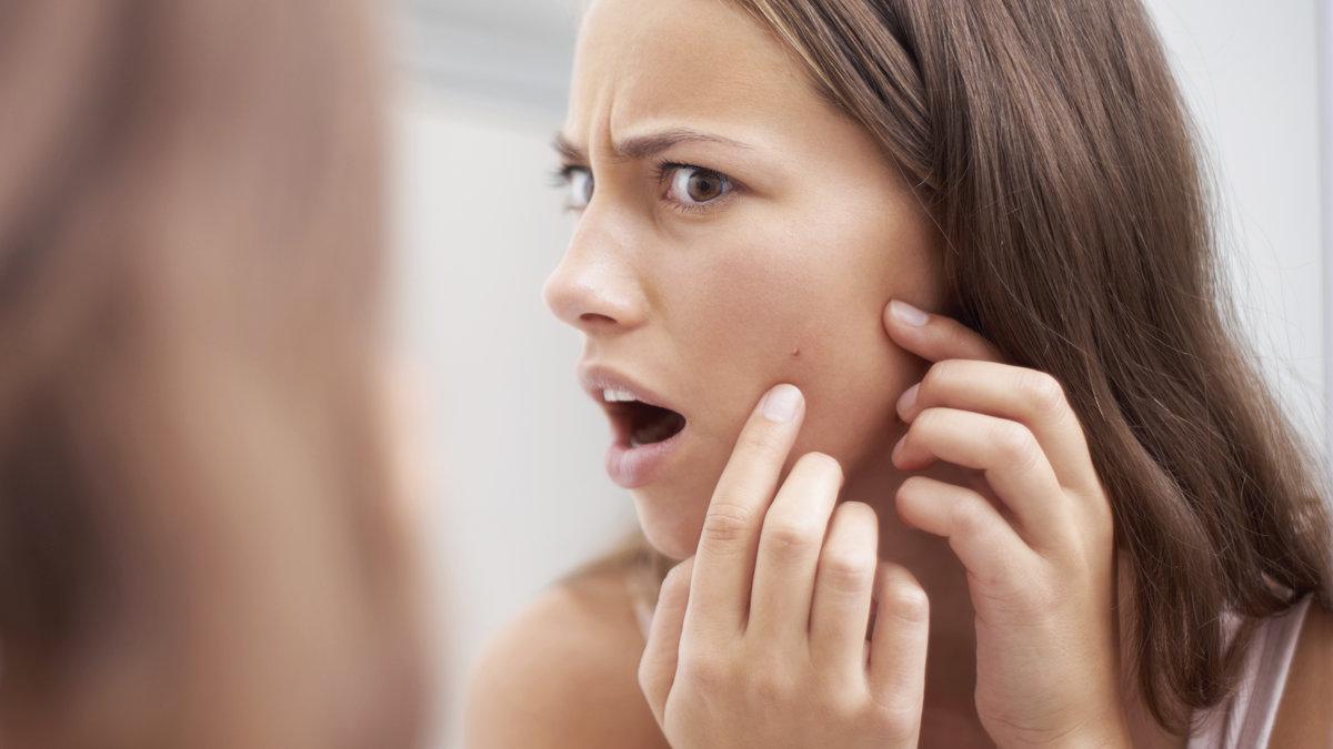 Чем опасна декоративная косметика для девочек?